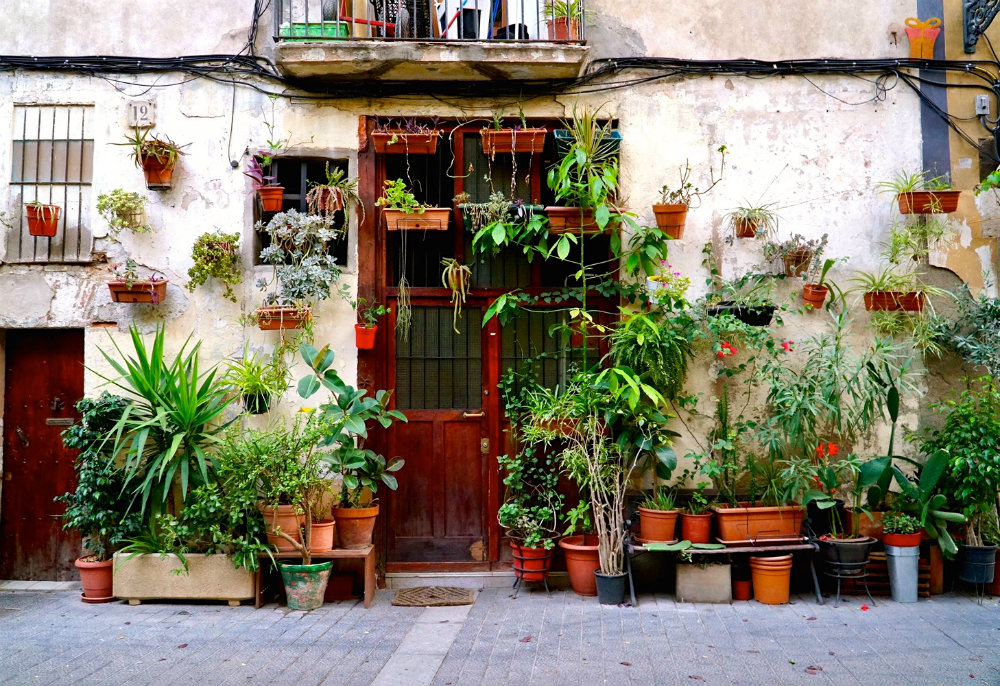 Neighborhoods of Barcelona: Exploring the Unpolished Charm of El Born