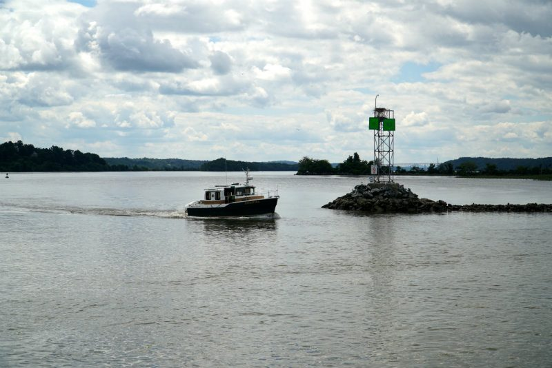 Boat coming in on the Hudson River to the Saugerties Lighthouse.